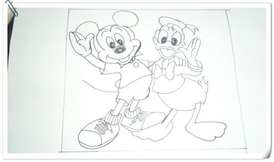 璐璐喜歡畫畫也非常喜歡看《米奇妙妙屋》的,里面的故事情節