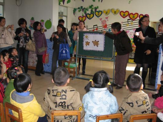 参加幼儿园家长开放日活动