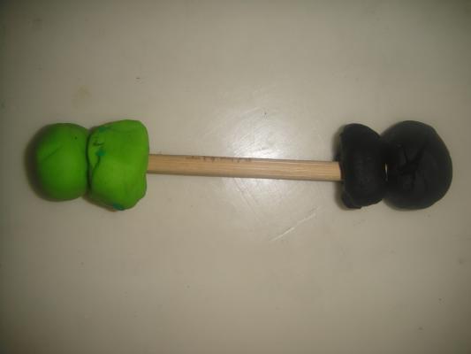 幼儿园手工泡沫举重器图片