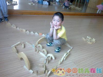 幼儿园—搭建积木停车场