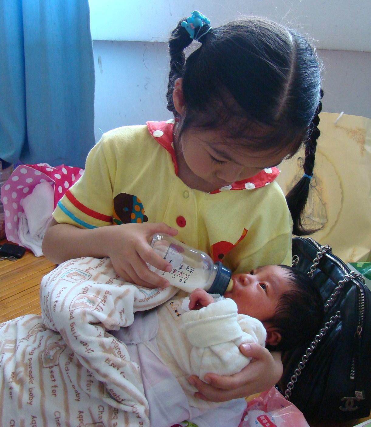 我喂宝宝喝奶 转悠然姐姐日记