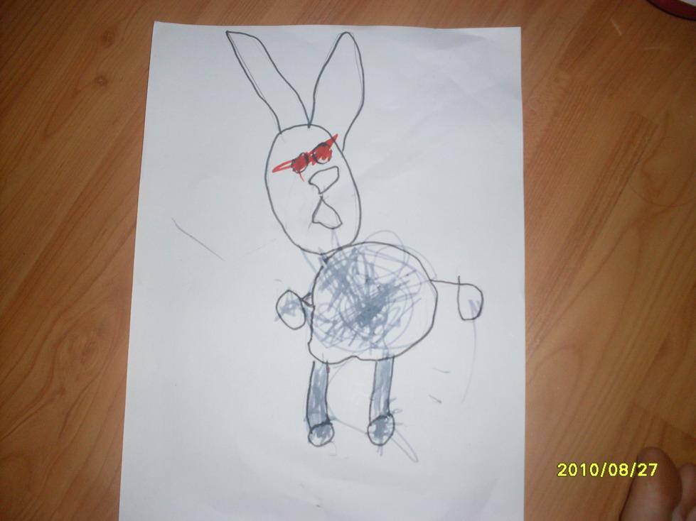 这只小兔子宝贝儿是用铅笔画的,涂上颜色后不太明显