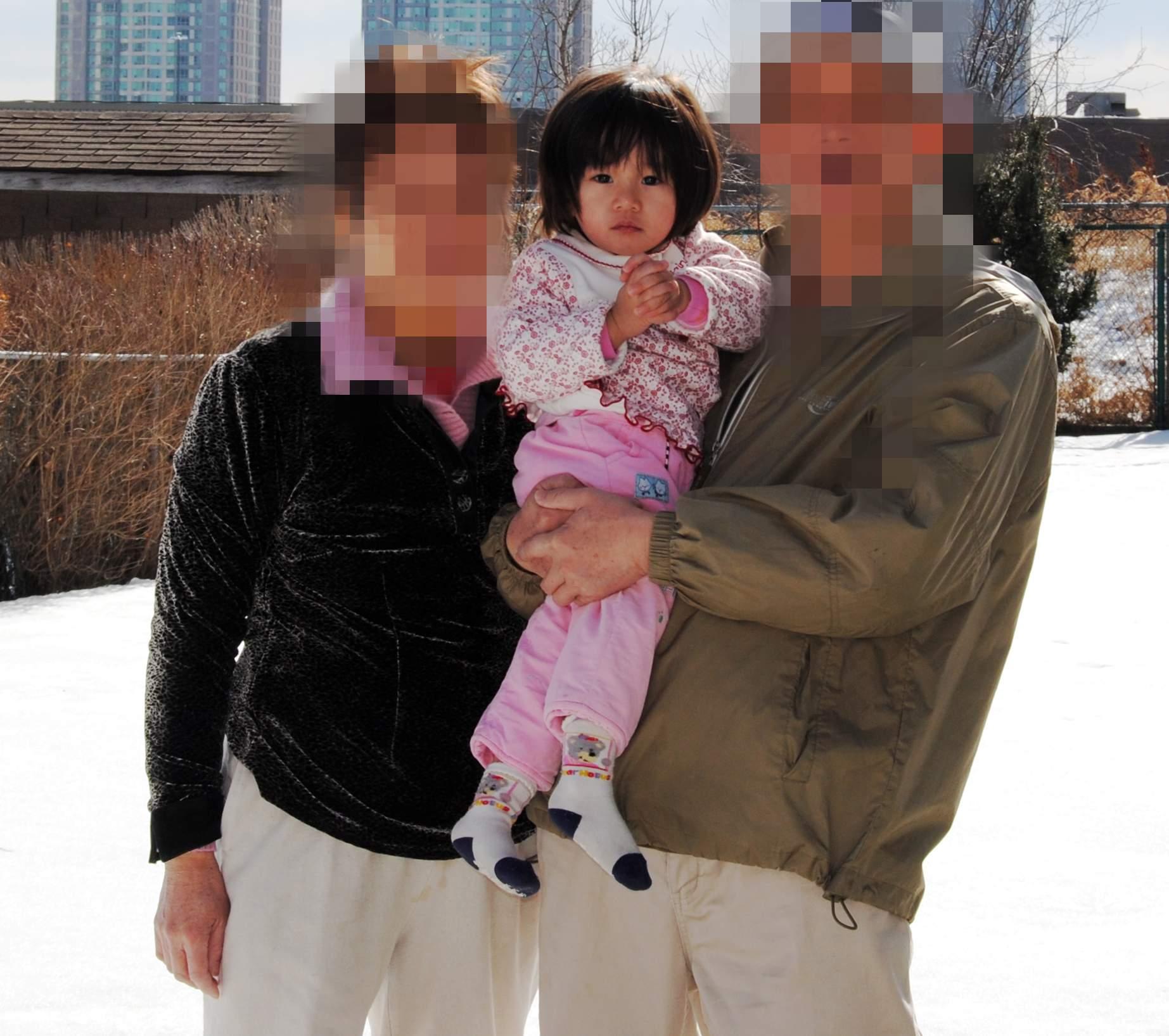 牛美妹/(这一年来,照顾的最多的就是她的爷爷和奶奶了......冬天生日,到处也...