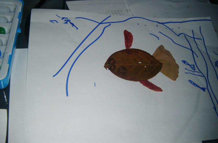我们要制作树叶贴画了,被吸干水 突然想起来小时候我们虽然没有制