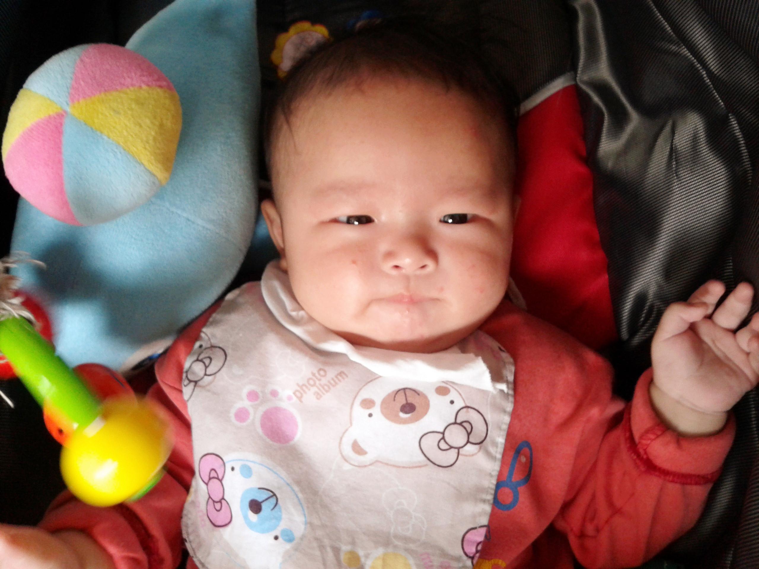宝宝由出生到10个月大的成长过程