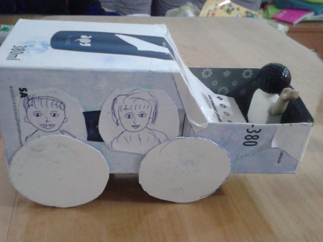 环保 纸盒做 吉普小 汽车 成长日记 小布丁的幸高清图片