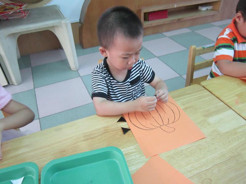 幼儿园 活动/体育活动:小蚂蚁搬家