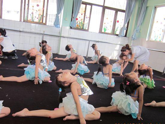 思思参加幼儿园舞蹈比赛的担忧